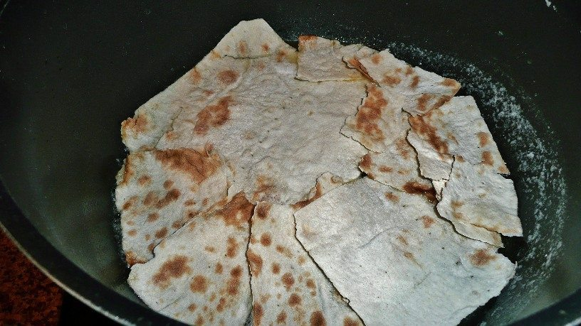 lavash (flat bread) is used for tahdig